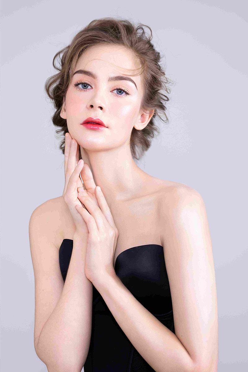 初中毕业女生学化妆一年费用多少钱?