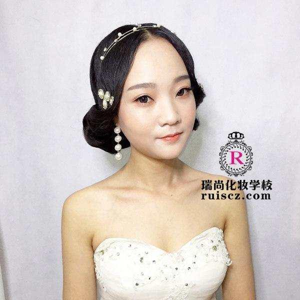 拒绝浓妆艳抹, 影楼新娘造型流行简约风!