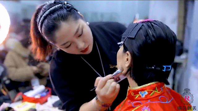 瑞尚创美梦迪老师课堂凤冠霞帔造型花絮