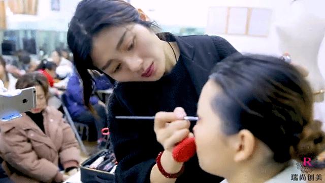 瑞尚创美晶晶老师课堂时尚T台造型花絮