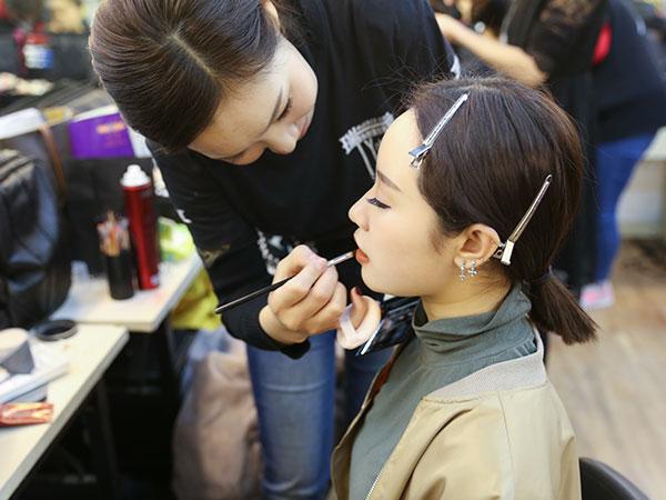 化妆师薪资凭啥那么高?