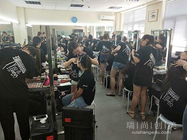 化妆师在职场上少走弯路的法门,你知道几点?