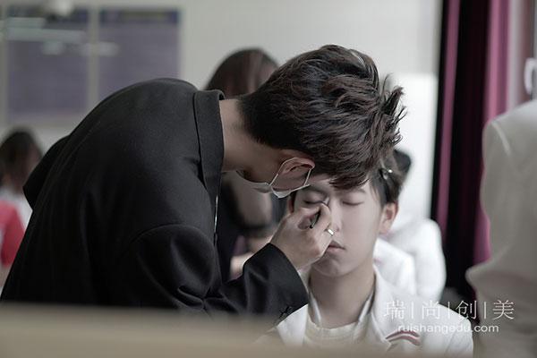 瑞尚创美化妆学校助力华北电力大学5.4文艺汇演