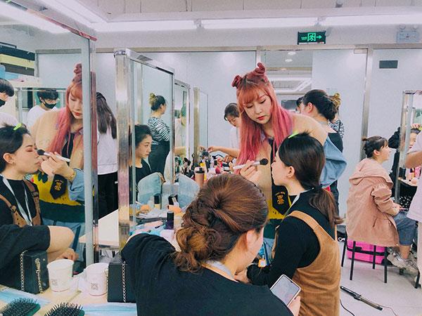 化妆培训学校那么火,到底哪些人适合学?