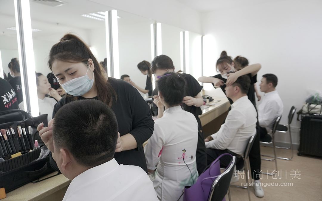 瑞尚创美化妆学校助阵100周年特别节目系列活动