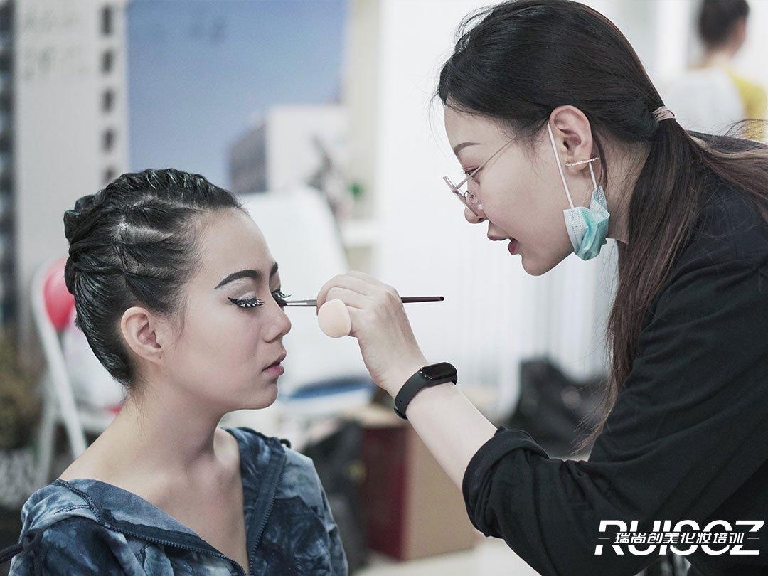 2021年,化妆行业可能是你的最佳选择!
