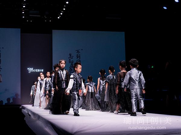 瑞尚创美化妆学校团队助力SS22中国国际时装周|红鼓小爱|童话小镇专场大秀